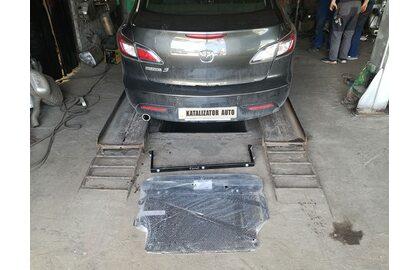 Установка защиты картера двигателя Mazda 3, 2010